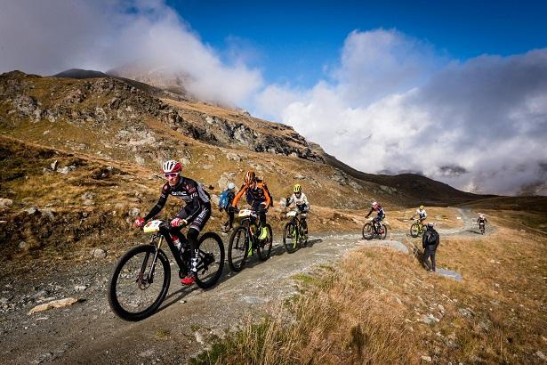 Perskindol Swiss Epic 2018 leva bikers por 322 quilômetros com 12.300m de ascensão nos alpes suíços