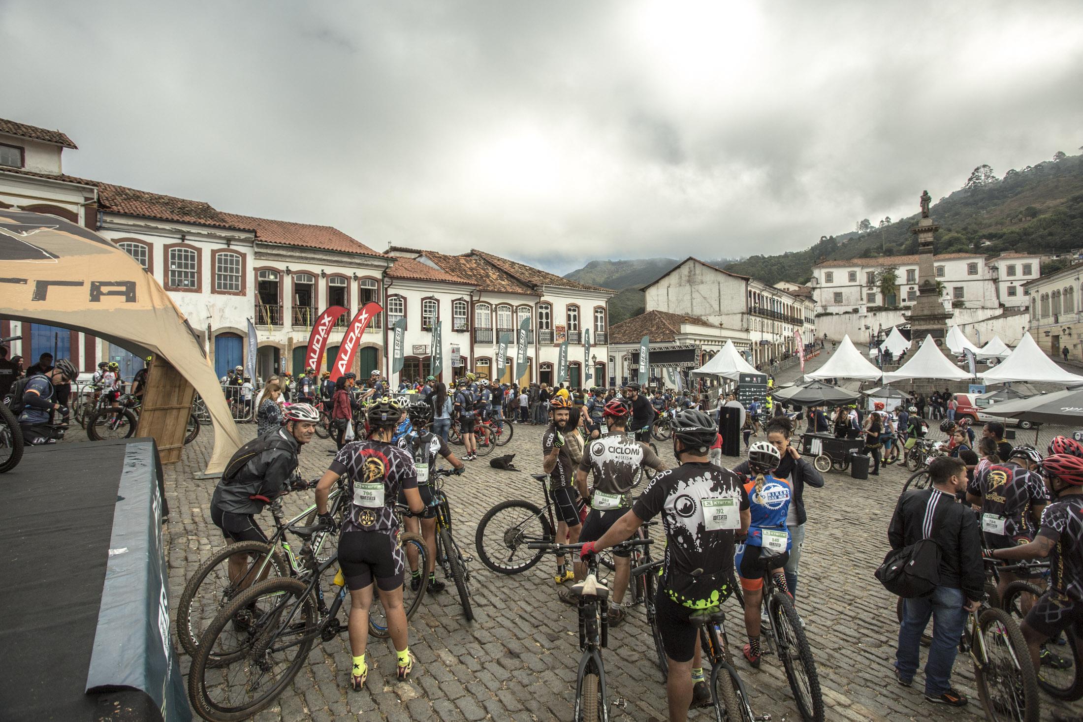 Ciclistam no centro de Ouro Preto
