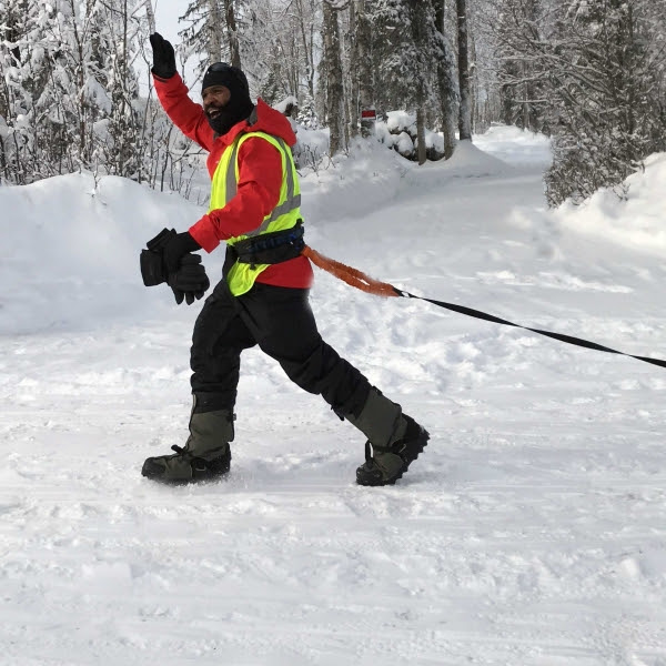 Durante a prova do Alasca ele chegou a ser atropelado por um trenó, mas conseguiu se reerguer para vencer a disputa. Foto: arquivo pessoal.