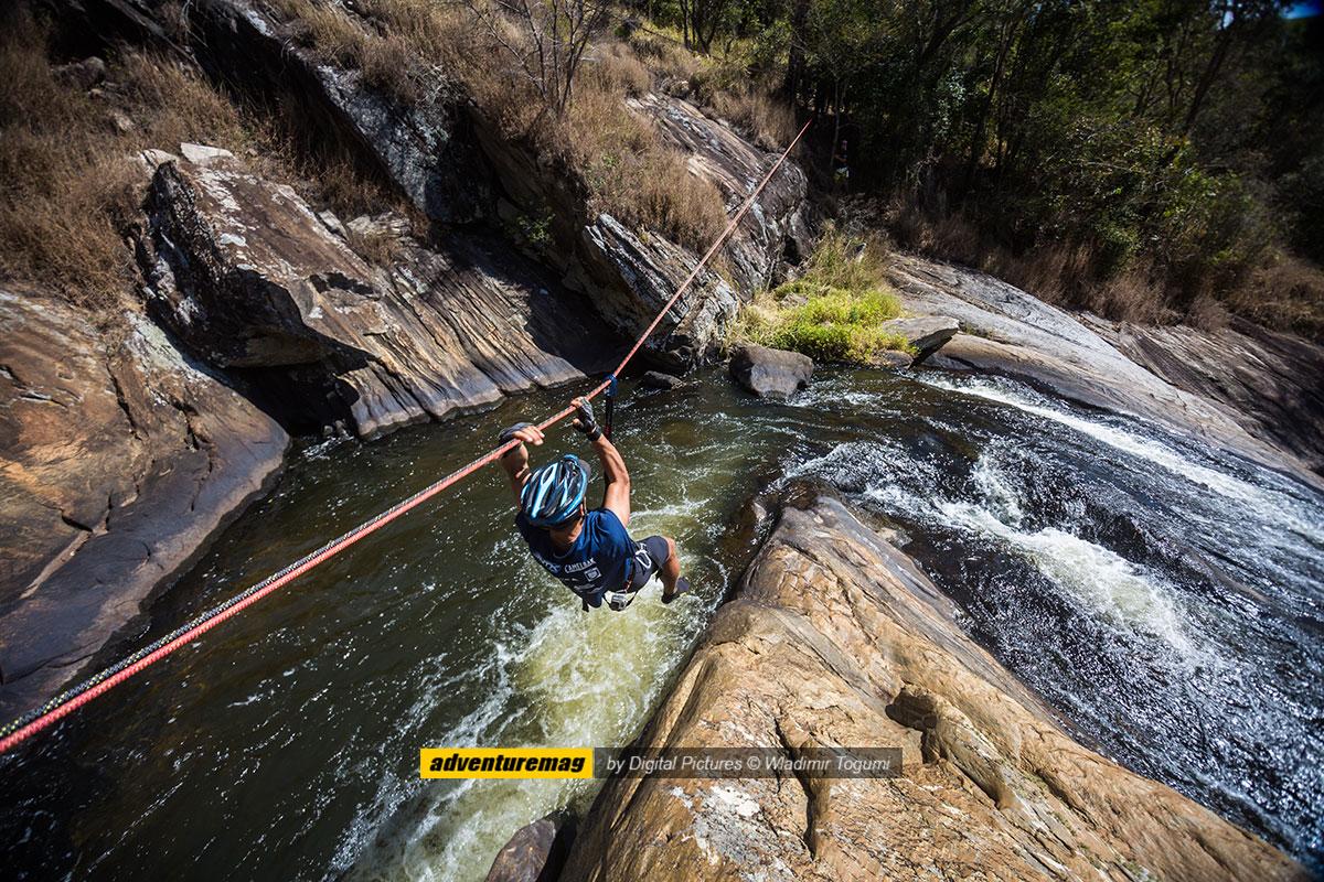 Técnicas Verticais na Cachoeira do Pimenta - foto: Wladimir Togumi