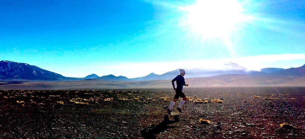 Atleta extremo cruza o Deserto do Atacama por uma causa nobre