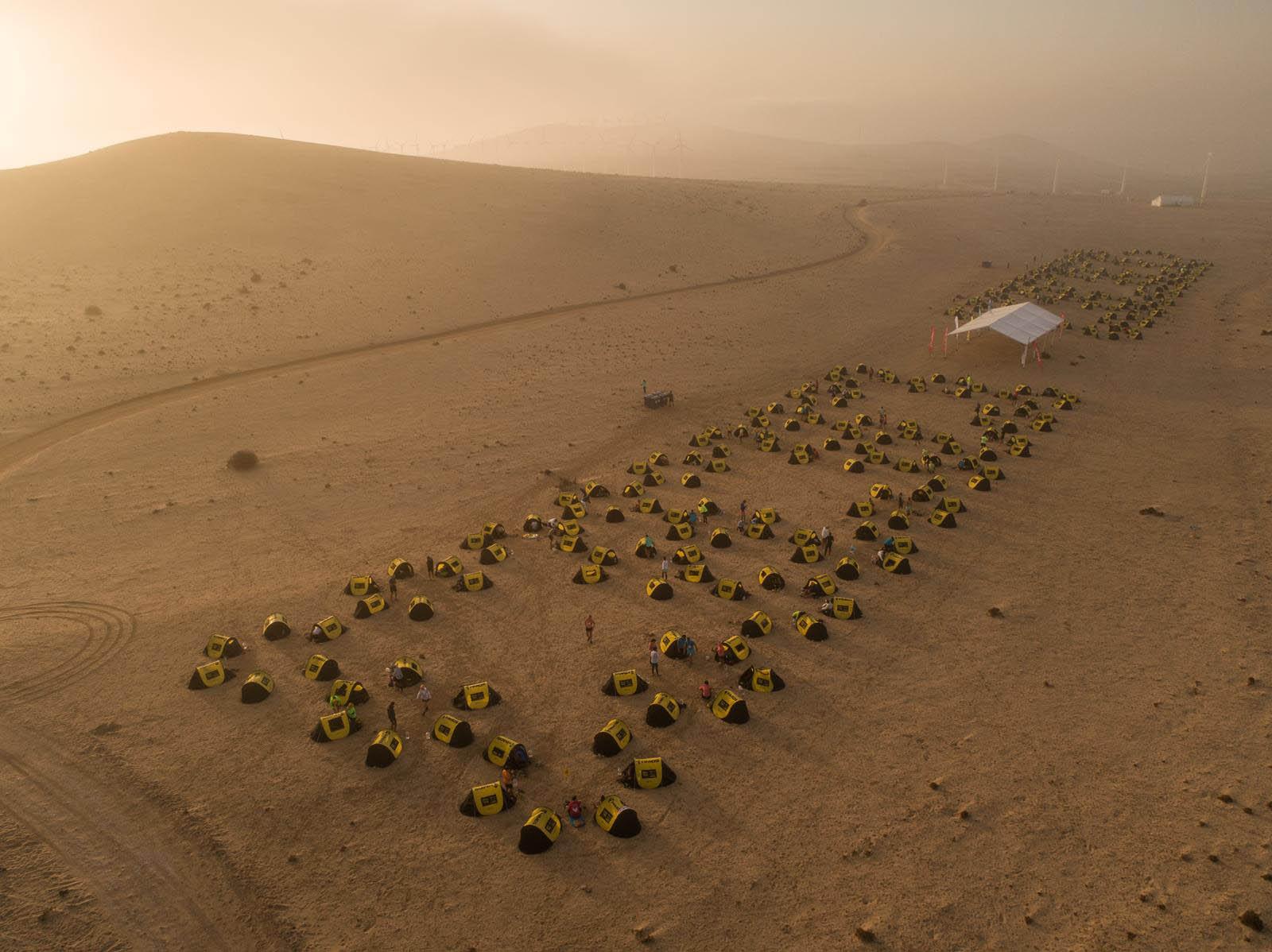Vista aérea do acampamento do Half Marathon des Sables Fuerteventura